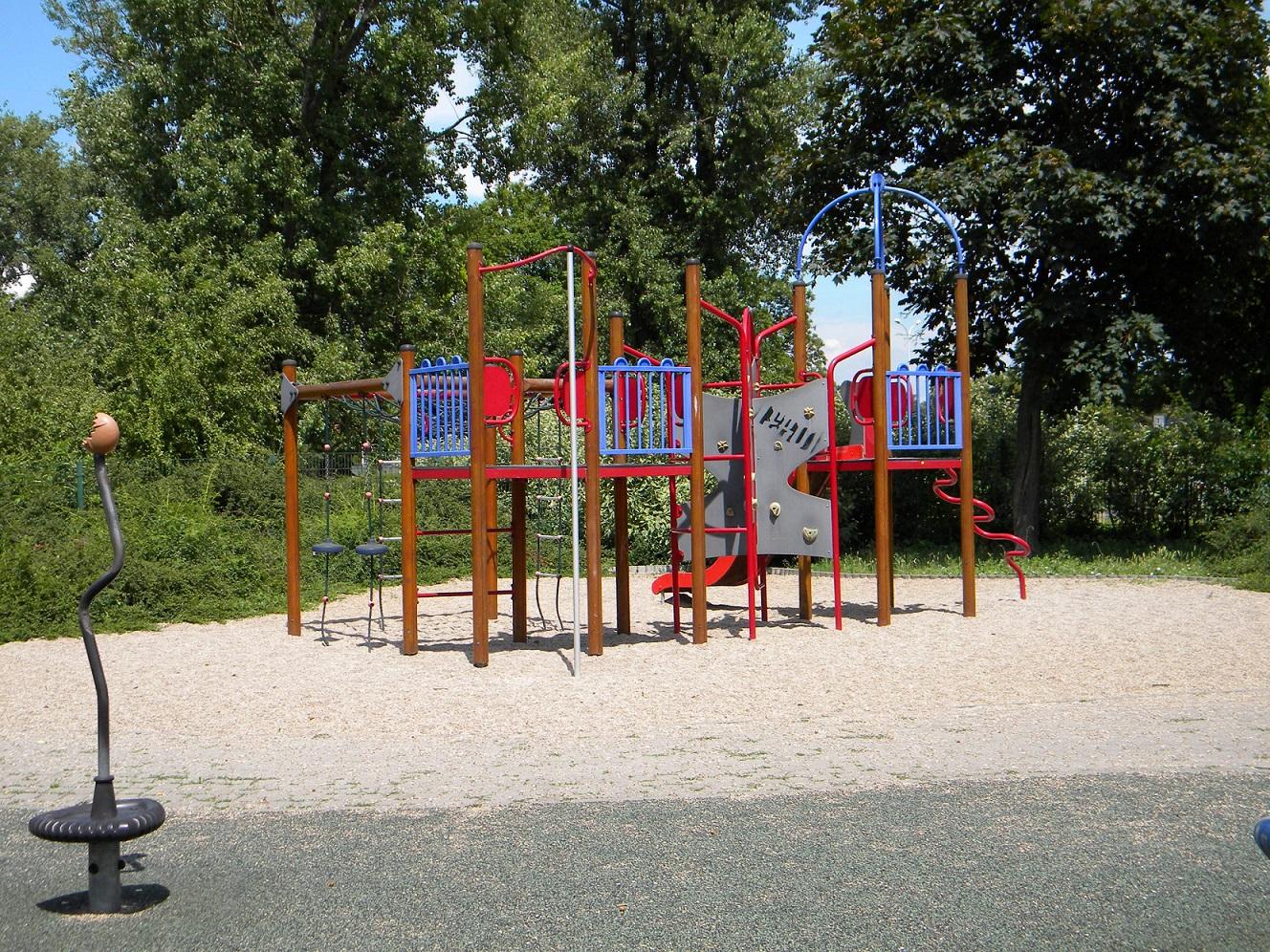 Plac zabaw dla dzieci przy ul. Bugaj
