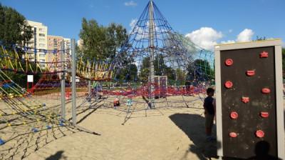 Plac zabaw na Barcelońskiej