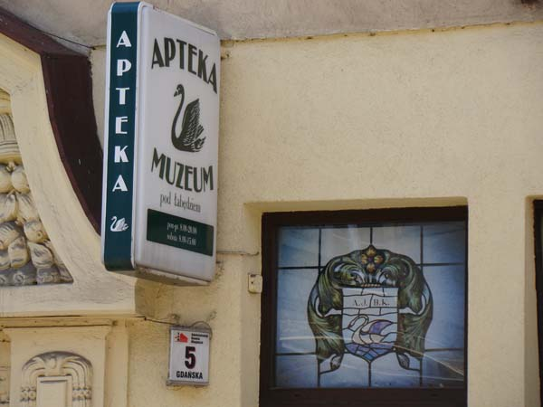 """Muzeum farmacji przy aptece """"Pod Łabędziem"""""""