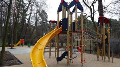 Plac zabaw w Konstancinie w Parku Zdrojowym