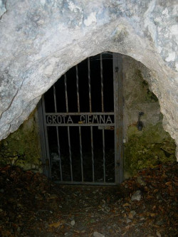 krakow_jaskinia_ciemna2.jpg