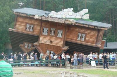 Odwrócony dom w Szymbarku